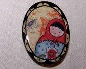 Poupée - Brass brooch with russian doll's picture and resin - Broche en laiton avec poupée russe et résine