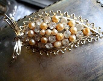 Vintage Rhinestone Pearl Leaf Brooch - Gold Filigree Pin