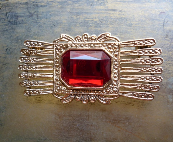 Vintage Victorian Style Ruby Red Rhinestone Gold Brooch Pin