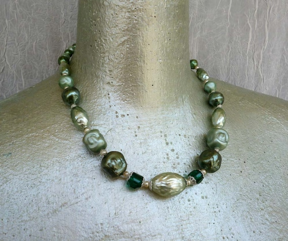 Moving Sale 50% Off Vintage Baroque Green Pearl Necklace - Retro Mint Emerald Choker