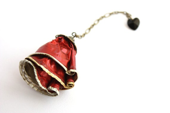 upcycled red brooch made of Nespresso coffee capsules with a swarovski pendent heart
