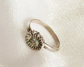 Vintage Baby Sterling Silver Flower Ring - Tiny Size 1 - B1010a