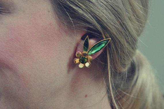 Stunning Vintage Green Glass and Goldentone Metal Floral Clip Earrings