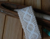 Reserved - Vintage lace ribbon in off-white and beige (2,70 m)