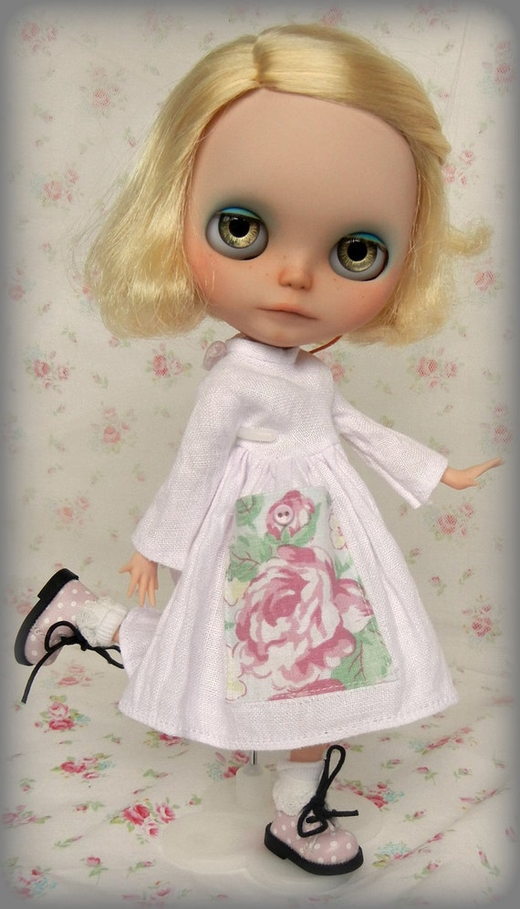 Lovely Pink Vintage Linen Dress for Blythe with Floral Pocket