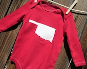 6 to 9months - Hand Dyed Crimson Red Onesie with White Oklahoma applique. Perfect for OU Sooner Babies