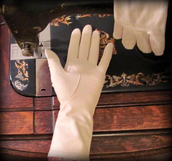 Vintage Gloves Cream Mid length
