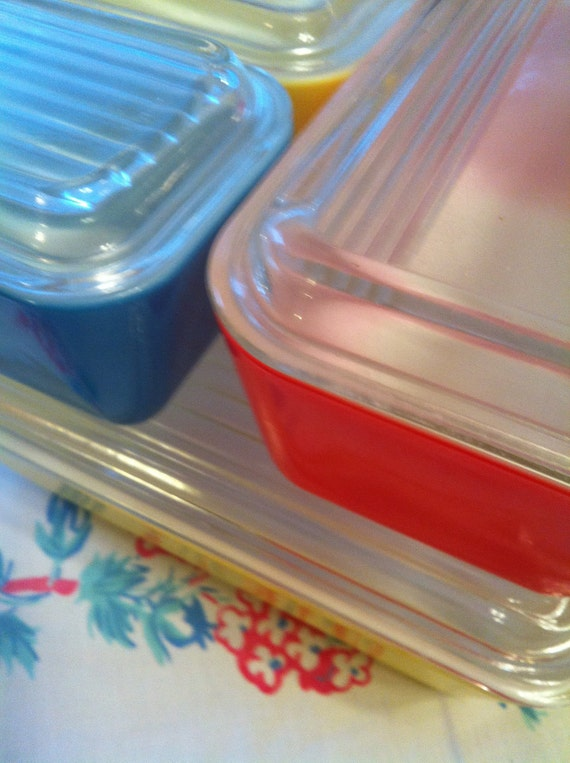 Set of 4 Covered Pyrex Refrigerator Dishes