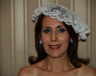 BRIDES Wedding VEIL Vintage LACE, short hat fascinator, beautiful for an outdoor wedding, destination, retro bride, white lace fascinator