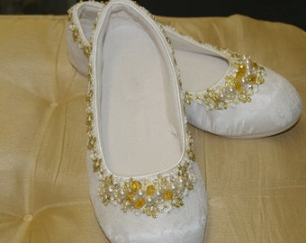 Size 7 Ready to Ship Wedding Flats Ivory and Gold Shoes elegant w handmade brooch,non slip slipper,Bridal shoe,50th anniversary, comfortable