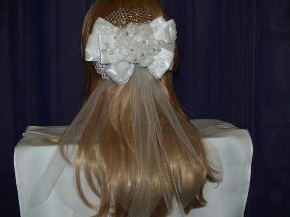 Brides White Short Veil Retro style trimmed hair bow with tulle ribbons, flowers