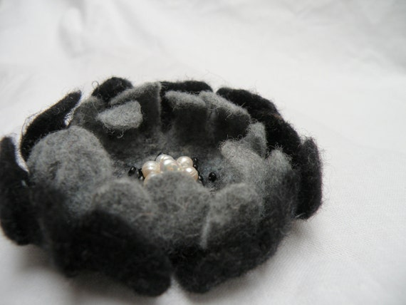 Felted flower pin brooch - felt flower brooch - black gray flower - felt wool flower - ready to ship - floral jewelry
