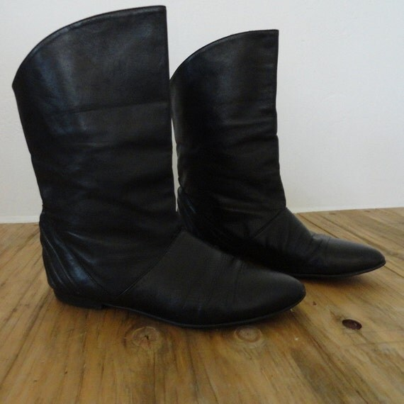 Black Leather Mini Boots // soft pointy toes // 7.5 7 1/2