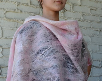 "Summer Shawl Cobweb ""Cherry Petals"""