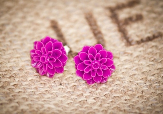Magenta chrysanthemum earrings, flower stud earrings, magenta earrings, bridesmaid earrings, fall jewelry, flower jewelry, flower earrings
