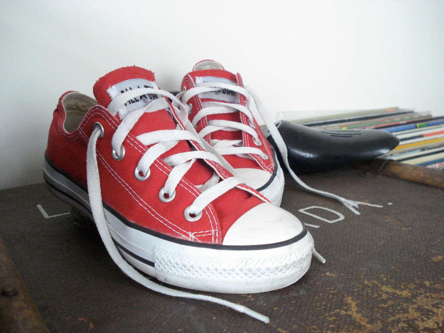 converse red low