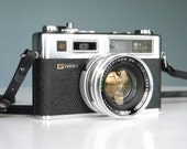 Retro Yashica Electro 35 Rangefinder Camera GSN Mint with Nice Leather Field Case