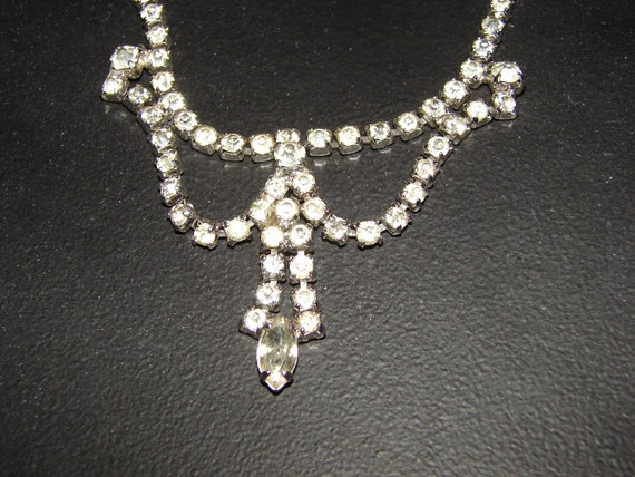 Vintage Necklace, Beautiful Clear Glass Rinestone Necklace