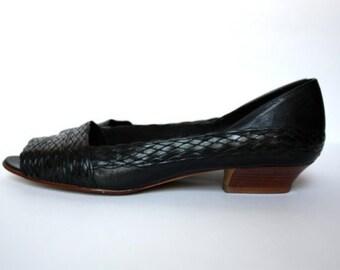 9 West Black Vintage Peep Toe Low Heels Size 7