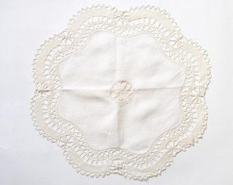 Vintage Pretty Cream Linen & Crochet Doily