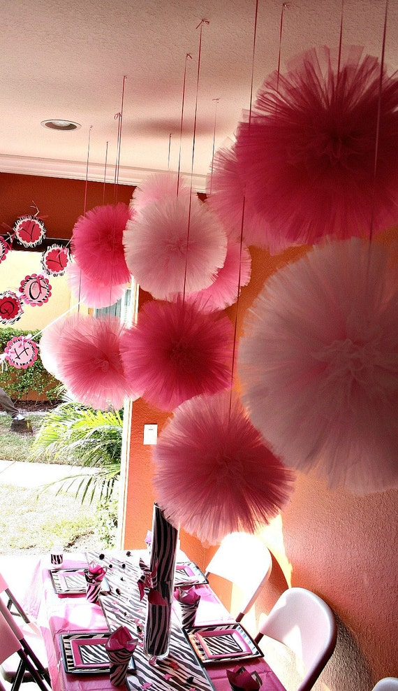 Tulle pom poms....  set of  30 for Birthday Parties, weddings, baby showers and so much more....