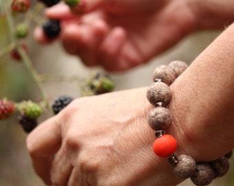 Felt Bead Bracelet with Lampwork Glass Bead (golden brown / orange)