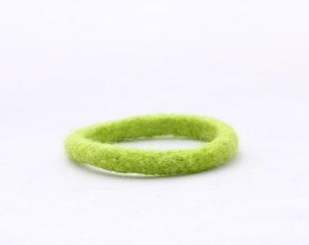 Fun Colour Felt Bangle (fresh green)