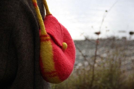 Felt Handbag, Shoulder Strap Purse (Bright Red)