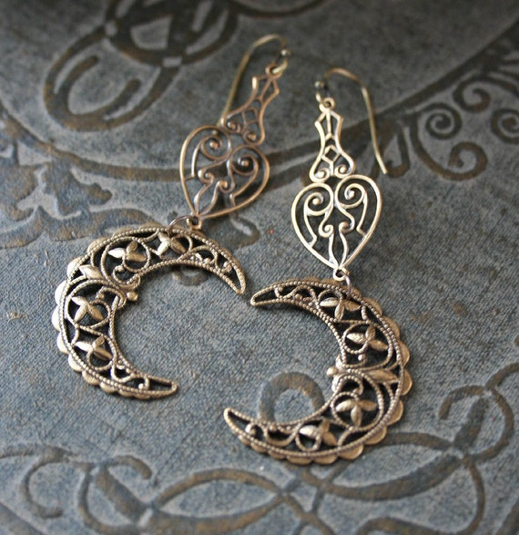 VICTORIAN MOONS in GOLD romantic vintage fantasy inspired crescent moon filigree earrings, free gift boxing