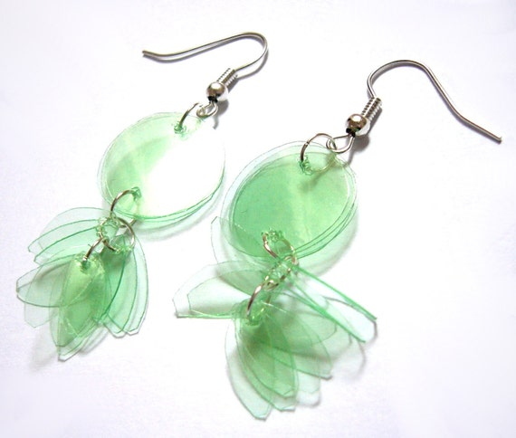 Recycled bottle earrings in mint green- upcycled jewelry made of plastic water bottles, eco friendly, sustainable