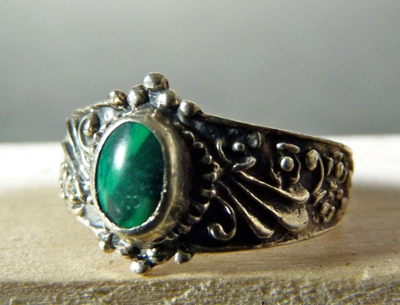 FALL SALE Vintage Silver Ornate Engraved Ring with Small Malachite