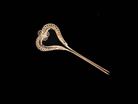 Antique Hair Comb / Hair Pin, Romantic, Elegant, Gold Tone Filigree Heart with Flower