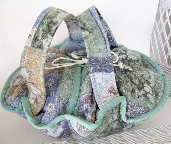Round Blue Casserole Carrier, Quilted Handmade Casserole Carrier, Hot and Cold Dish Tote
