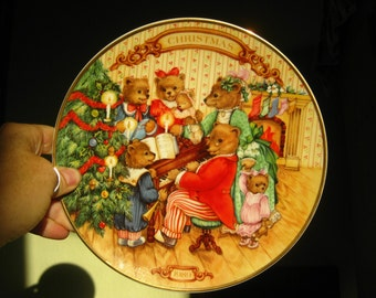 Avon Together for Christmas 1989 Collectible Plate- 22K Gold Rimmed