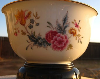 Avon American Heirloom 1981 Independance Day Flowered Gold Rimmed Bowl with Stand
