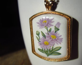 Vintage Avon Aster Flower Pendant Necklace Gold-Looking for a new home