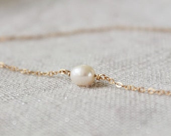 Freshwater pearl necklace - single white pearl choker - delicate gold filled chain - minimalist fildee jewelry