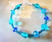 Sea Green Pebble Turquoise & Dark Blue Crystal Glass Fashion Trend Bracelet by JulieDeeleyJewellery on Etsy Ladies Jewelry