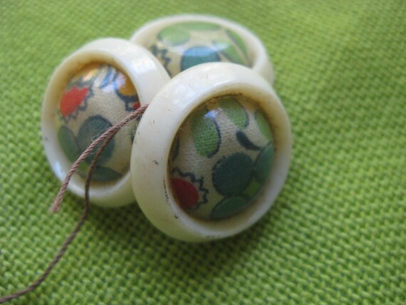 Vintage Flower Buttons, 1930's (3)
