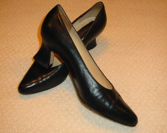 vintage womens black Classiques Entier heels 7B . . . made in Italy . . . excellent like new condition