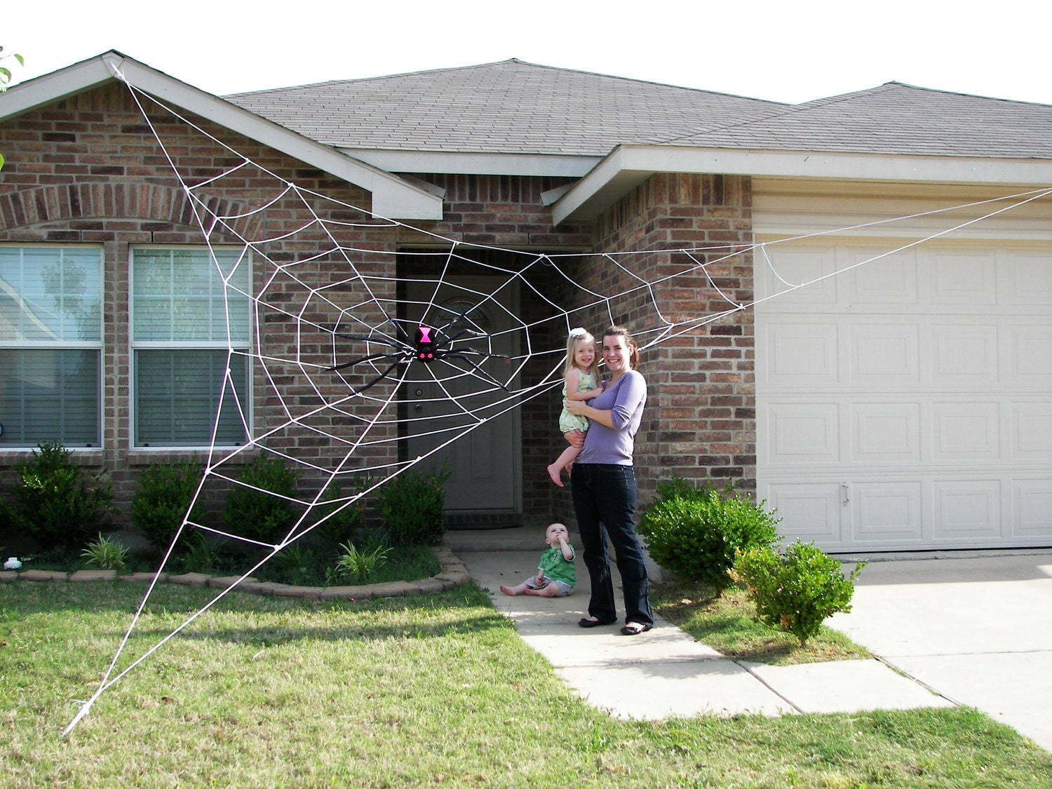 25 ft giant spider web halloween house prop by spiderwebman. Black Bedroom Furniture Sets. Home Design Ideas