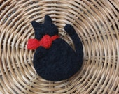 "Felted Brooch ""Black and Red"""