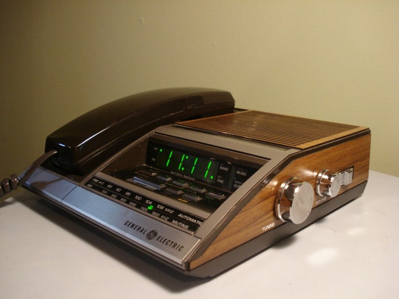 vintage general electric digital alarm clock radio phone. Black Bedroom Furniture Sets. Home Design Ideas