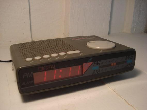 Vintage Sound Design Alarm Clock Radio