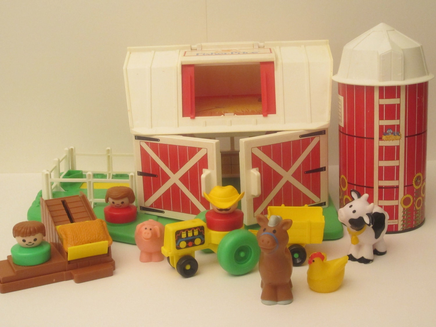 Vintage 1990 Fisher Price Barn Chunky Little People