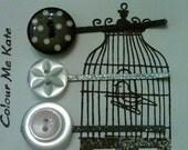 Oh so cute. black and pearl colored button clip set. glitter bobbypins