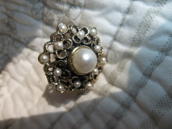 Vintage Adjustable Beautiful Gold Toned Faux Pearl Ring