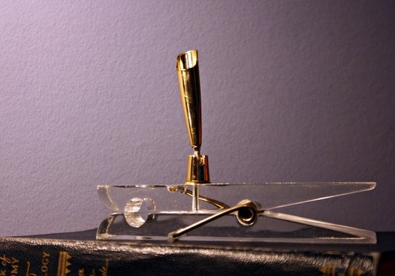 Clothespin Paperweight/pen Holder