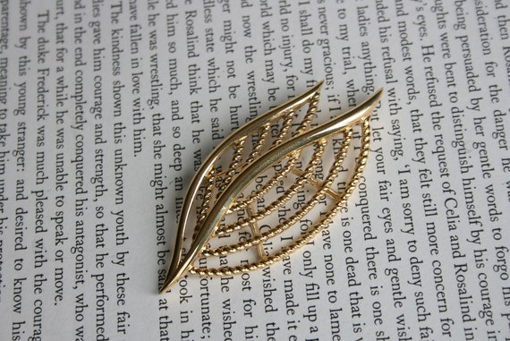 Abstract Gold Tone Leaf Cluster Brooch - Trifari Art Deco Leaves Pin