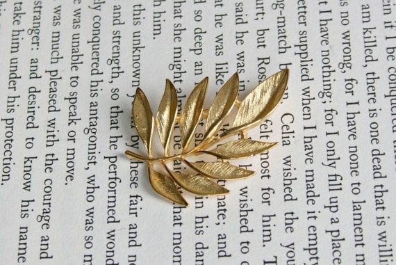 Gold Tone Monet Leaf Brooch - Leaves Monet Pin